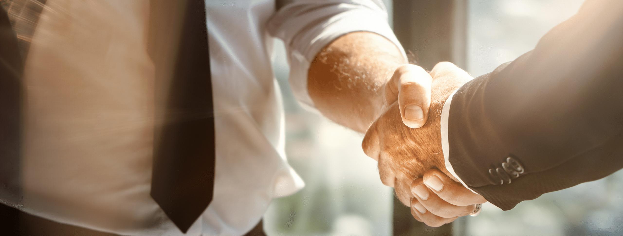 revendeur discac mains serrées